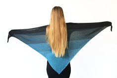 Here you can find 10 free crochet triangle shawls. Need some inspiration for your next crochet project or want to make a shawl as a gift? Here you find 10 triangle shawl ideas to make. Crochet Prayer Shawls, Crochet Shawl Free, Crochet Shawls And Wraps, Crochet Cardigan Pattern, Crochet Scarves, Scarf Knit, Crochet Stitches, Crochet Triangle, Double Crochet