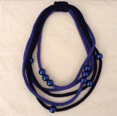 Collana tricot in lana blu con perle : Collane di dabashop