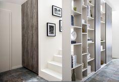 Cloison bibliothèque dans l'escalier