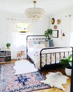 Hey there @houseofsixinteriors -- this bedroom came out sheer boho perfection! Thanks for using our Fela Tassel Chandelier (Tasselier!) We adore your #jungalowstyle ! (P.S. you can pre-order the chandelier at our shop! We can't seem to keep them in stock they're selling so quickly so pre-ordering is a good idea!) #bohemianinterior #bohointeriors #justinaxselamat #justinablakeneyhome