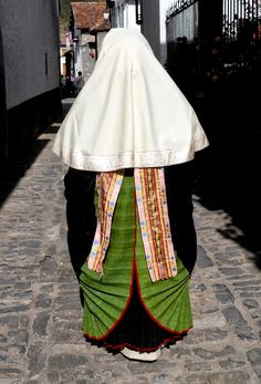 FolkCostume&Embroidery: Costume of the Anso valley, Aragon, Spain