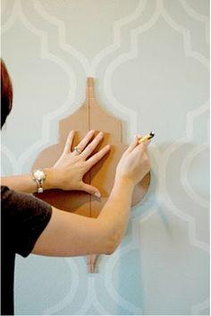 Как украсить пол с помощью краски, трафарета и кисточки? - 11 фото - Mebeljurnal.ru