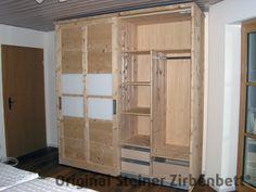 Zirbenholzschrank, Schiebetüren mit Glaseinsatz