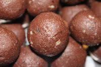 LCHF Low Carbs High Fat: Another Truffle Recipe: Gingerbread Truffles Gingerbread Truffles Recipe, Banting Recipes, Truffle Recipe, Candy Recipes, Xmas Recipes, Xmas Food, Paleo Treats, Low Carb Desserts, Delicious Desserts