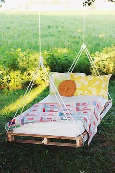 Awesome pallete swing bed!
