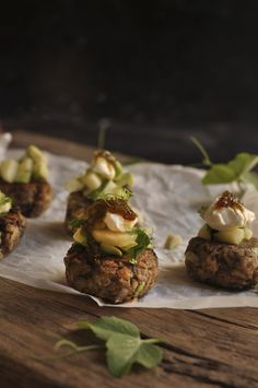 Angelfish Fishcakes with Avocado Salsa are delicious to serve as canapés, people might have the impression that the fishcakes had angelic qualities! Easy Cooking, Cooking Recipes, Champagne Breakfast, Fishcakes, Angelfish, Canapes, Fish Recipes, Starters, Hamburger