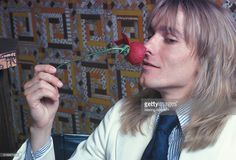 Lead singer Robin Zander of the American rock band Cheap Trick smelling a rose on June 1977 in New York City. Celebrity Photos, Celebrity Crush, Joe Elliott, Cheap Trick, Glam Metal, Rose Pictures, Somebody To Love, I Give Up, Def Leppard