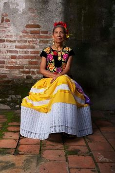 the people of Mexico: woman from Oaxaca. So regal and elegant!