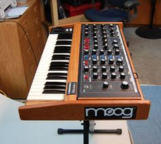 Synthesizer website dedicated to everything synth, eurorack, modular, electronic music, and more. Yamaha Piano Keyboard, Moog Synthesizer, Vintage Synth, Drum Accessories, Midi Keyboard, Electric Piano, Recording Studio Design, Recording Equipment, Home Studio Music
