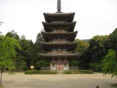 醍醐寺内、五重塔。