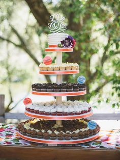 Can't choose between a wedding cake or cupcakes? Construct a tower to include both!