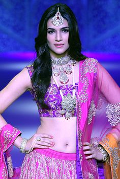 Kriti Sanon walks for Sunil Jewellers