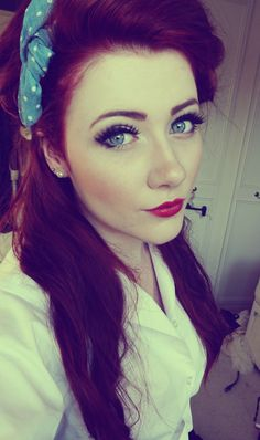 this girl has the absolute perfect eye color and skin tone to be a fiery redhead
