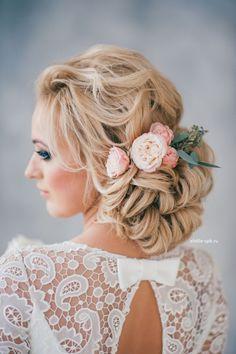 Fryzury ślubne: Romantyczne upięcia
