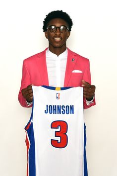 Bold and courageous but Stanley Johnson pulls it off! Check out this stand-collar/ Pink suit combo by the newest member of the @detroitpistons!