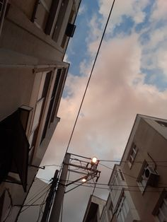 Viễn Ngạn City Aesthetic, Aesthetic Photo, Aesthetic Pictures, Pretty Sky, Of Wallpaper, Aesthetic Wallpapers, Street Photography, Scenery, Landscape