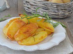 Patate al forno ricetta facile per renderle croccanti, buone dorate e asciutte, la ricetta per fare le patate al forno che non si sfaldano