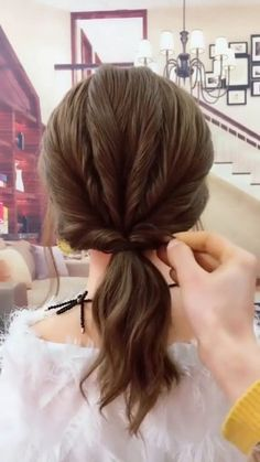 & quick hairstyle, Easy & quick hairstyle, Easy & quick hairstyle, hair tutorial hair tutorial hairstyles for long hair videos Medium Hair Styles, Long Hair Styles, Hair Medium, Simple Hair Updos, Casual Updos For Medium Hair, Shoulder Length Hairstyles, Updos For Medium Length Hair Tutorial, Simple Elegant Hairstyles, Braids For Medium Length Hair
