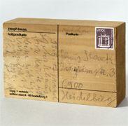Joseph Beuys, Kassel, an Klaus Staeck, Heidelberg, 15.8.1977 Holzpostkarte Siebdruck, Bleistift auf Fichtenholz Sammlung Staeck -- Akademie der Künste, Arte Postale