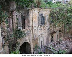 stock-photo-old-abandoned-portuguese-house-on-the-island-of-macau-45387.jpg (450×358)