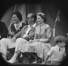 Queen Elizabeth II and Prince Philip Duke of Edinburgh watch a cricket match at Highclere Castle Highclere Hampshire August 1958 Princess Elizabeth, Princess Margaret, Queen Elizabeth Ii, Margaret Rose, Elizabeth Philip, The Real Downton Abbey, Downton Abbey Movie, Queen Mary, King Queen