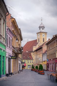 What to do in Brasov Transylvania, a travel guide with all top things to do and tips to plan the perfect trip to one of the best places to visit in Romania. Top Places To Travel, Places In Europe, Beautiful Places To Travel, Places Around The World, Travel Around The World, Cool Places To Visit, Amazing Destinations, Travel Destinations, Brasov Romania