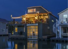 """<p>Located on the Columbia River in Portland, Oregon, this house features multiple levels for outdoor living and a garage to store your boat. (<a href=""""http://www.zillow.com/blog/floating-homes-for-every-budget-157588/"""">Source: zillow</a>)</p><p>The definition of a floating home may vary, but in general they share these commonalities:</p>"""