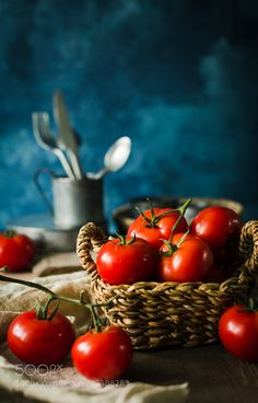 Tamatoes by surprise_qi Food Background Wallpapers, Food Backgrounds, Red Vegetables, Fruits And Vegetables, Vegetables Photography, Fruits Photos, Fruit Photography, Red Tomato, Fruit Painting