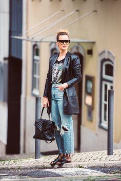 Cristina Ferreira | Daily Cristina | Fashion | T-shirt Lança Perfume na Casiraghi | Calças ganga Zara Woman | Casaco Cabedal Concepto na Casiraghi |