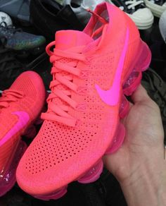 Here's a first look at the Nike Air VaporMax in an all-Pink colorway.