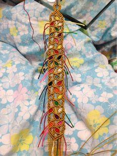 叶子手链 Macrame Colar, Macrame Necklace, Yarn Bracelets, Diy Friendship Bracelets Patterns, Micro Macramé, Creative Embroidery, Macrame Design, Macrame Tutorial, Diy Jewelry