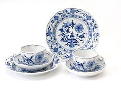 """Kaffeegedeck-Set, Form """"Neuer Ausschnitt"""", Zwiebelmuster, kobaltblau, weißer Rand 570,00 Euro"""