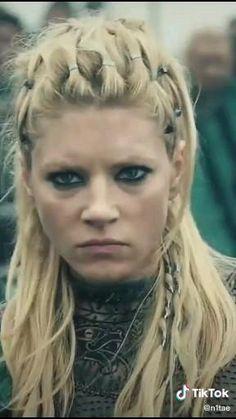 Ragnar Hair, Lagertha Hair, Lagertha Lothbrok, Viking Halloween Costume, Vikings Halloween, Viking Warrior, Viking Woman, Cheveux Lagertha, Viking Makeup