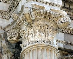Kapiteel: 'Hoofdje' van een zuil of pilaster