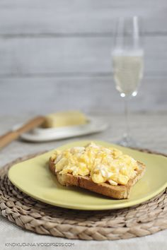 scramble eggs from James Bond, with looots of butter | food photography
