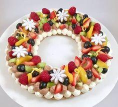 La crostata di frutta è un classico dolce estivo da personalizzare con qualsiasi tipo di frutta. Quella di oggi è fatta con una sof...