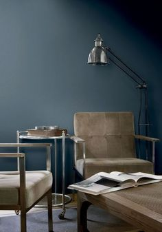Midnight blue : un bleu industriel. Flamant et Tollens