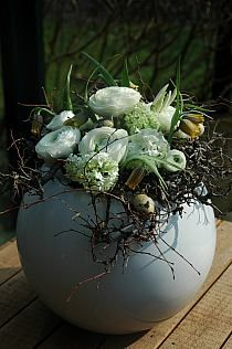 Easter with buttercups Easter Flowers, Diy Flowers, Flower Decorations, Beautiful Flower Arrangements, Floral Arrangements, Beautiful Flowers, Deco Floral, Arte Floral, Ikebana