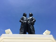 Chang & Eng Siamese twins Monument, Samut Songkhram Conjoined Twins, Siamese, Thailand, Darth Vader, Fictional Characters, Fantasy Characters, Siamese Cat