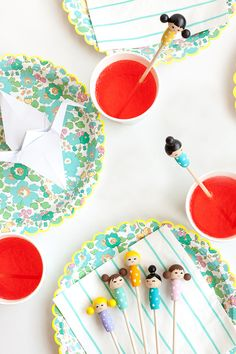 Make these adorable kiddie cocktail stir sticks inspired by Kokeshi dolls for your next party! Diy Kokeshi Dolls, Matryoshka Doll, Diy Holiday Gifts, Holiday Ideas, Diy And Crafts, Crafts For Kids, Stir Sticks, Doll Party, Craft Tutorials