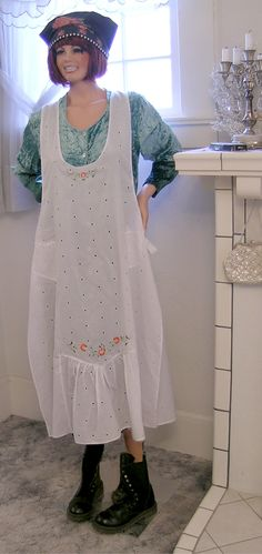 Full length apron - delicate and practical - humptylabel.com