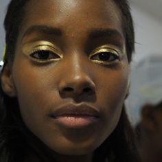 Gold eyelids, Gold eyeshadow, gold make up for black women Makeup Inspo, Makeup Art, Makeup Inspiration, Makeup Tips, Eye Makeup, Hair Makeup, Maquillaje Diy, Beauty Make Up, Hair Beauty