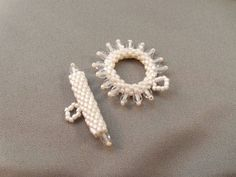 How to Make Your Own Peyote Stitch Toggle Clasp.  #Seed #Bead #Tutorials