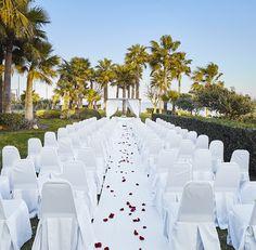 Boda en THB Torrequebrada Class Málaga #boda #wedding #bodachic #decoboda #decowedding #bodasbonitas #inspiracion #weddingchic #bodasconvistas #bodas #al #aire #libre #vistas #al #mar