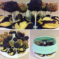 """Aufgabe 4: Cake Pops und Cupcakes / Muffins in einem transportieren!  Die Aufgabe vor der ich am meisten """"Angst"""" hatte. Aber... es hat alles geklappt. Allerdings musste ich aus persönlichen organisatorischen Gründen auf Muffins zurück greifen, was sich am Ende als gut erwiesen hat.  Aber nun von Anfang an: Der myBakery eignet sich auch super als Cake Pop Halter, für die Phase in der sie trocknen müssen. Er ist also nicht nur ein hervorragendes Transportmittel sondern auch ein toller Helfer…"""