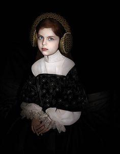 Trabalho de Adriana Duque: retratos perturbadores, quase barrocos na Zipper Galeria (Foto: Divulgação)