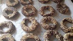Gee Gee Gourmet : Κουλουράκια χαρουπιού, μαύρα και υπέροχα! Healthy School Snacks, Snack Recipes, Healthy Recipes, Healthy Foods, Greek Recipes, Doughnut, Sweets, Cookies, Cake
