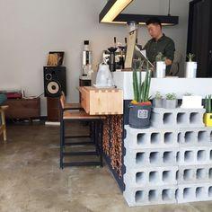 Home Decoration Design Ideas Cafe Restaurant, Restaurant Design, Cafe Interior Vintage, Coffee Shop Menu, Boutique Interior Design, Layout, Cafe Design, Interior Sketch, Interior Doors