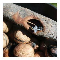 Jolie création de Christophe Lhote pour @lemanegeabijoux . Avec sa ligne sobre et contemporaine, notre bague en oxydes de zirconium et or blanc va faire des ravages. #christophelhote #bijoux #love #manegeabijoux #zirconium #cute