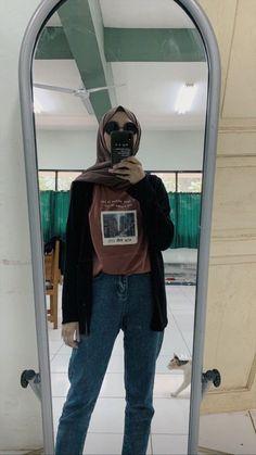 Muslim Women Fashion, Modern Hijab Fashion, Street Hijab Fashion, Hijab Fashion Inspiration, Hijab Casual, Ootd Hijab, Hijab Chic, Simple Outfits, Casual Outfits